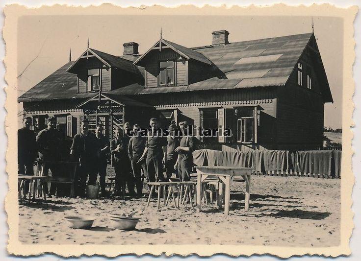 Orig. Foto Soldaten vor d. Quartier in LEGIONOWO Weichsel b. Warschau Polen