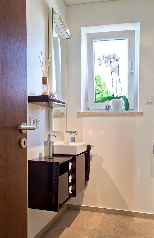 die besten 25 schmales badezimmer ideen auf pinterest bad ideen schmales bad kleines. Black Bedroom Furniture Sets. Home Design Ideas