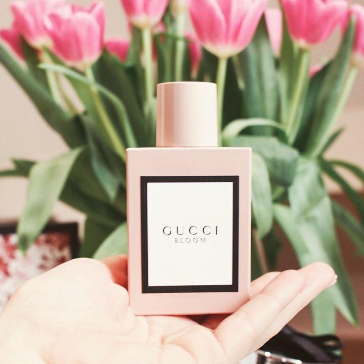 """48 kedvelés, 11 hozzászólás – Brigitte (@brigitte.blog) Instagram-hozzászólása: """". A tavasz illata ✨🌷Telt, fehér virágos illatával a @gucci BLOOM parfüm számomra egy képzeletbeli,…"""""""