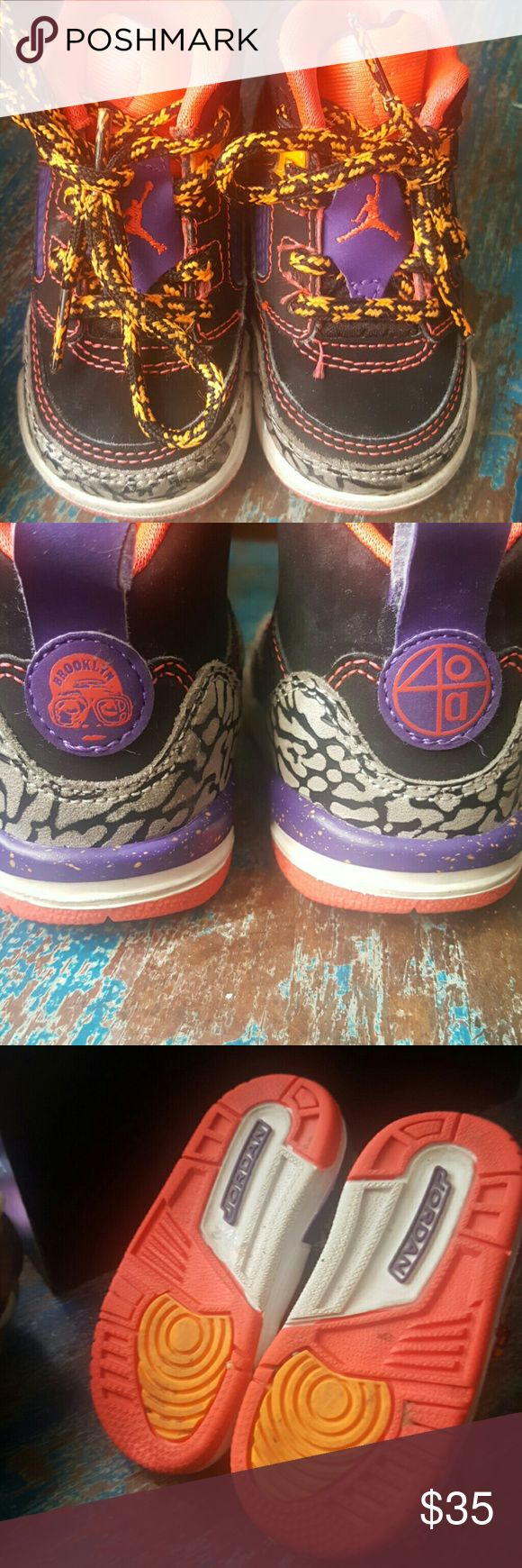 Air Jordan Spike Lee/Morris  40 acres and a Mule Rare memorabilia Baby/Toddler Air Jordans Great condition. Clean inside and out.Made famous by director Spike Lee these are one of a kind. Unisex Nike Shoes Sneakers