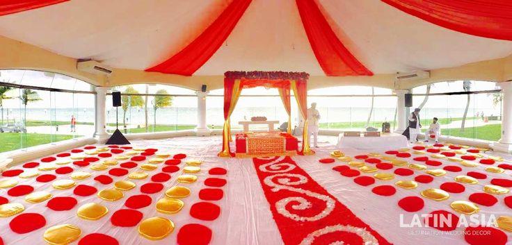 #Deluxe #Sikhceremony #goldandred #weddingcancun by @weddingcancun