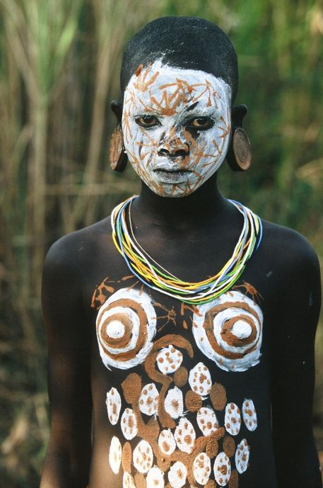 pinterest.com/fra411 #ethnic- Series of photographs by Hans Silvester documenting the extraordinary body painting of the Surma and Mursi peoples of the Omo Valley in southern Ethiopia, Kenya and Sudan.