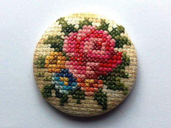 Broche Flores Vintage  Punto de Cruz  Único  Hecho a por COSIMITAS