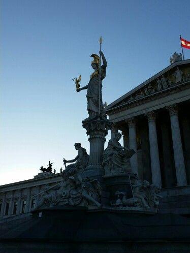 Parlament Wien Abenddämmerung