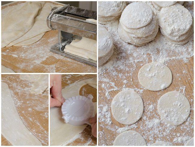 Macarrones, espaguetis, tallarines, raviolis, tortellinis… hay decenas de tipos de pasta italiana y todas tienen la misma receta base. Y es que, con un poco de harina, agua (o huevos) y sal (y lo que queramos añadir) podemos hacer nuestra propia pasta casera. Esta es la segunda receta de pasta casera que hago. La primera …
