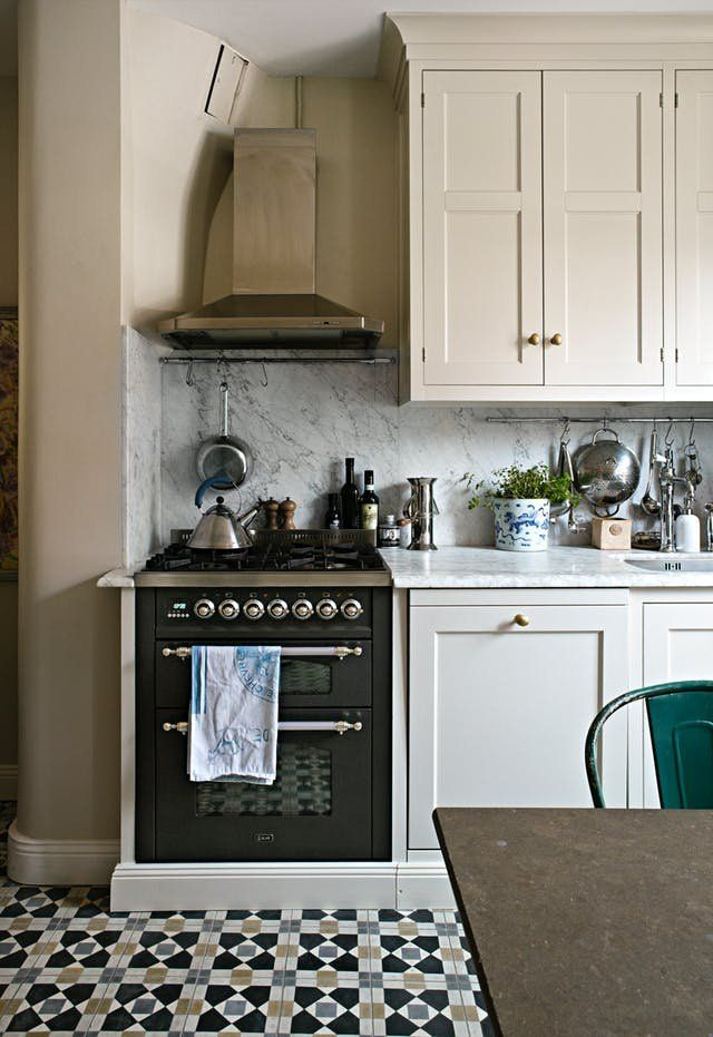 Cozy Cottage Kitchens You'd Never Want to Leave   This time of year has me thinking about holing up indoors, and baking, and mulled wine... and there's no place I'd rather do that baking than in one of these eleven beautiful country kitchens, where classic designs and well-worn textures come together to create a cozy, timeless look.