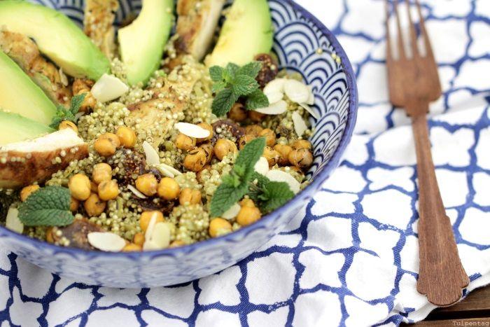 Quinoasalat mit Kichererbsen, Hähnchen und Feigen