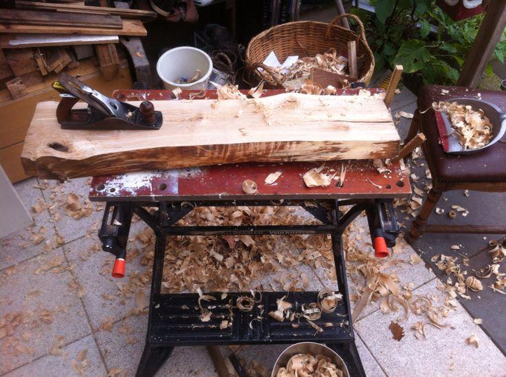 Hout bewerken (van boomstam planken maken)