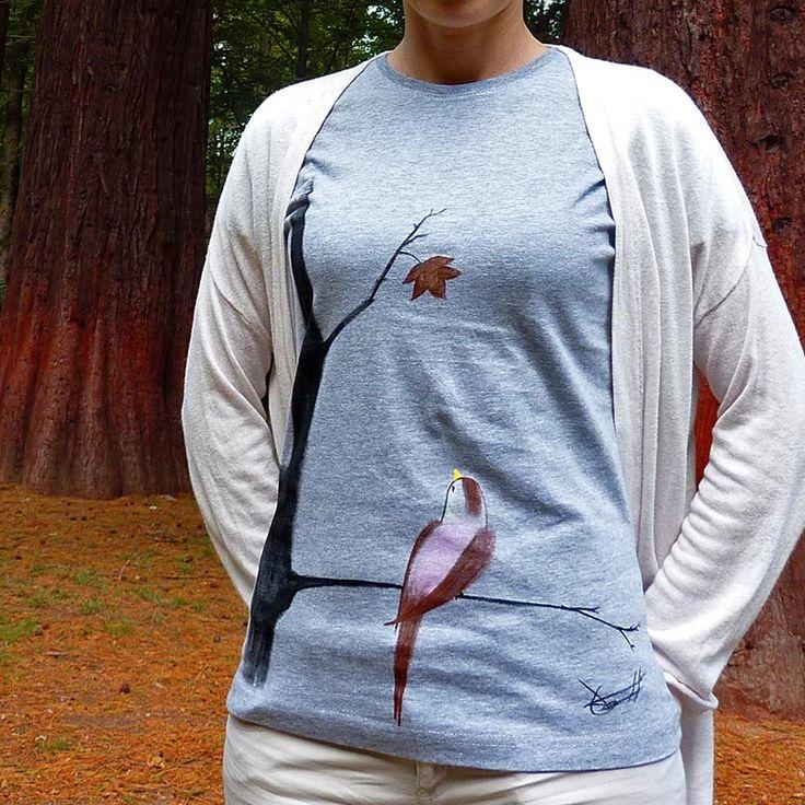 Me gusta la lo que representa. El pájaro observando la última hoja del otoño. #camisetas #tshirts www.artaliquam.com