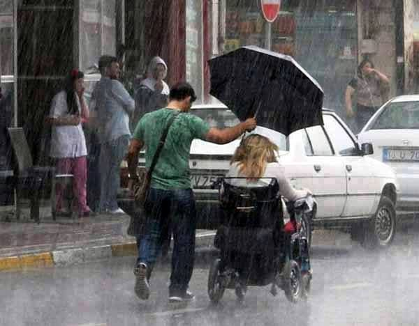 http://myocn.net/wp-content/uploads/2013/05/this-beautiful-random-act-of-kindness-was-photographed-give-this-awesome-guy-a-like-for-caring.jpg
