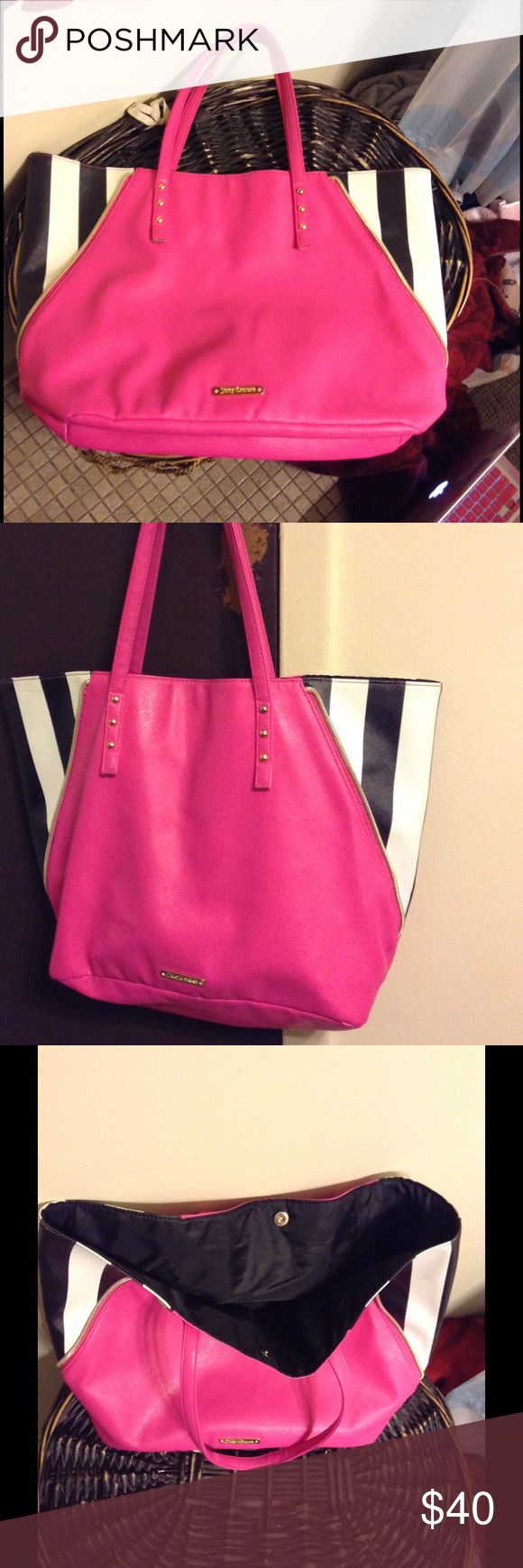 """Authentic Juicy Couture Women's Tote Bag Juicy Couture women's pink tote bag with black and white zippered """"wings"""", Beautiful & spacious tote with simple snap closure in the middle. In beautiful condition, new and hardly worn Juicy Couture Bags Totes"""