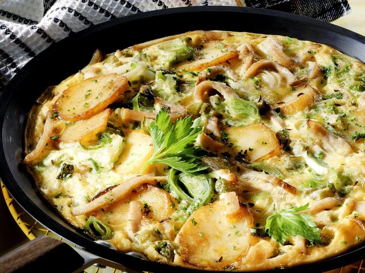 Schweinefleisch-Kartoffel-Pfanne mit Lauch | Zeit: 20 Min. | http://eatsmarter.de/rezepte/schweinefleisch-kartoffel-pfanne-mit-lauch