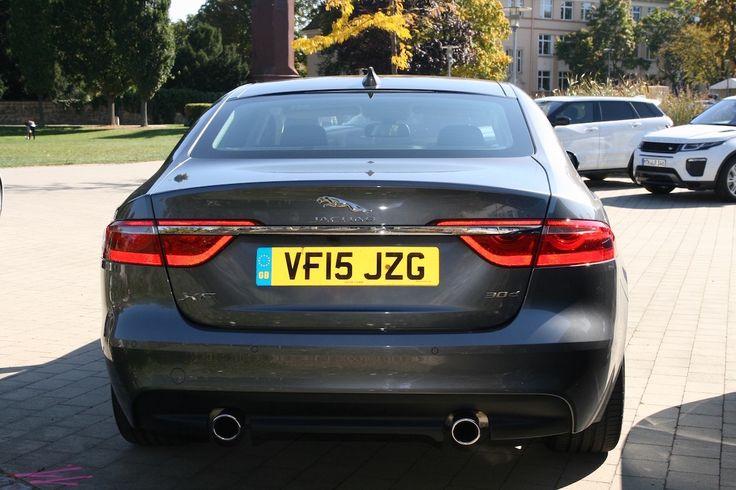 Jaguar #XF 2016 grau hinten *Verbrauchs- und Emissionswerte F-TYPE, XE, XF, XJ, XK, inklusive R-Modelle: Kraftstoffverbrauch im kombinierten Testzyklus (NEFZ): 12,3 – 3,8 l/100km. CO2-Emissionen im kombinierten Testzyklus: 297 – 99 g/km.