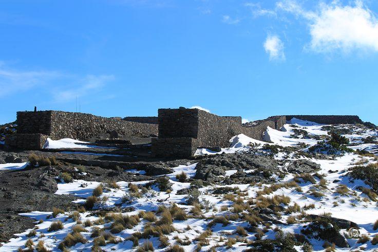 Ruínas en la cima del Tláloc. @Imagen: JL Estalayo. Templo destruido por la Santa Inquisición.