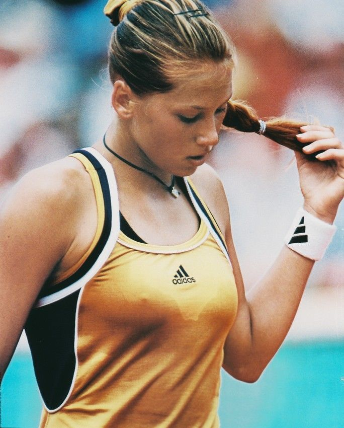 Game Set Flash 30 Of The Hottest Tennis Players Showing More Than They Should Anna Kournikova Tennis Players Female Tennis Players