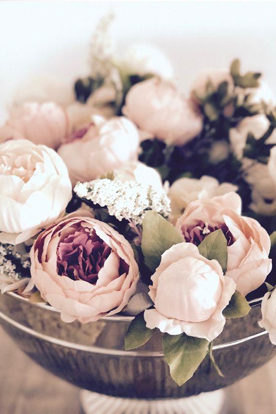 Champagnerschale mit Pfingstrosen - upcycle your wedding decoration.. Ich hatte nach meiner Hochzeit diese wunderschönen künstlichen Pfingstrosen übrig. Wenn ihr mehr Inspiration zum Thema Hochzeit DIY finden möchtet, schaut vorbei auf elfenweiss.de