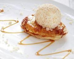 Mini tartes tatin à l'ananas et glace à la vanille