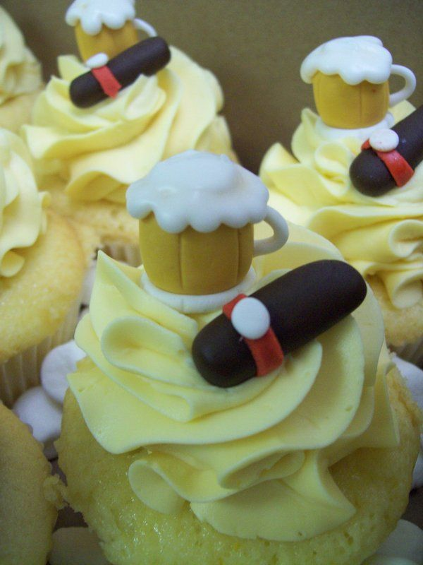 Beer cupcakes-- gotta make these for Hubbie, he'll love the little mini cigars on them =]