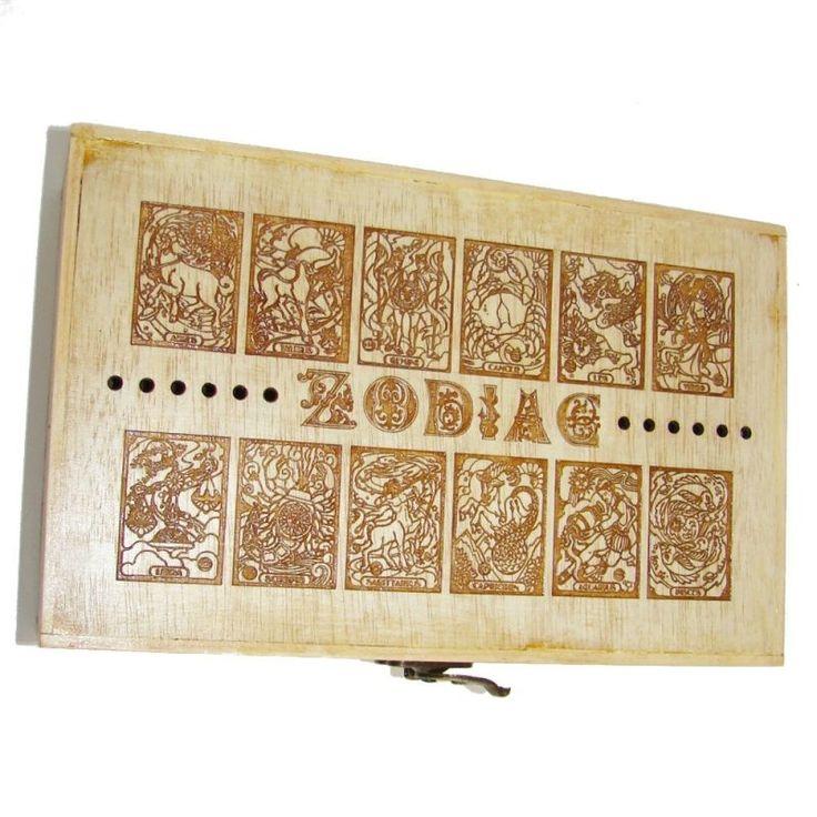KADORIS.RO: ZODIAC - Casetă cu 3 compartimente (gravată, lemn natur)