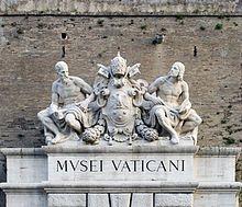 Sculpture à l'entrée des Musées du Vatican