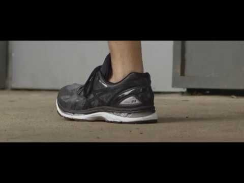 The majority of runners use the wrong shoes for their foot type. To help them, ASICS came up with a simple and accessible way: a print ad that is also a foot...