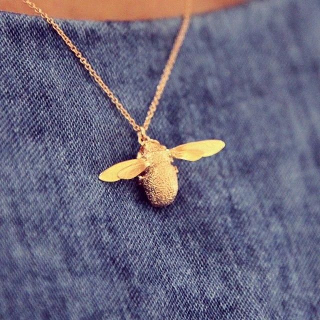 This beautiful rose gold plated bumblebee necklace by Alex Monroe is available to purchase in our Gallery at Snape Maltings. Treat the special lady in your life to a truly beautiful gift! http://www.benna.co.uk/alex-monroe-gold-bumblebee-charm-necklace