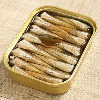 イワシの頭と内臓をとって、オイル漬けしたオイルサーディン。イワシはサバと同じく青魚で、栄養たっぷりなんです。