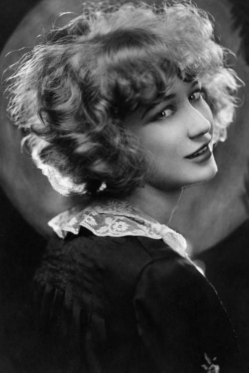 Miriam Hopkins, 1926    We share the same hair.