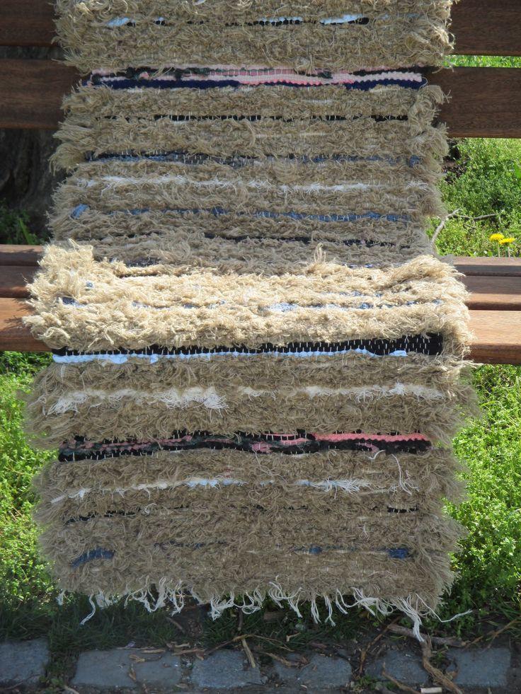 V režném mechu 55x127 cm kobercová bavlněná osnova útek tkalcovský bavlněno lněný ořez a tričkovina
