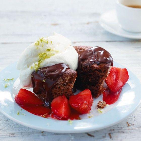 Schoko-Küchlein mit Erdbeeren