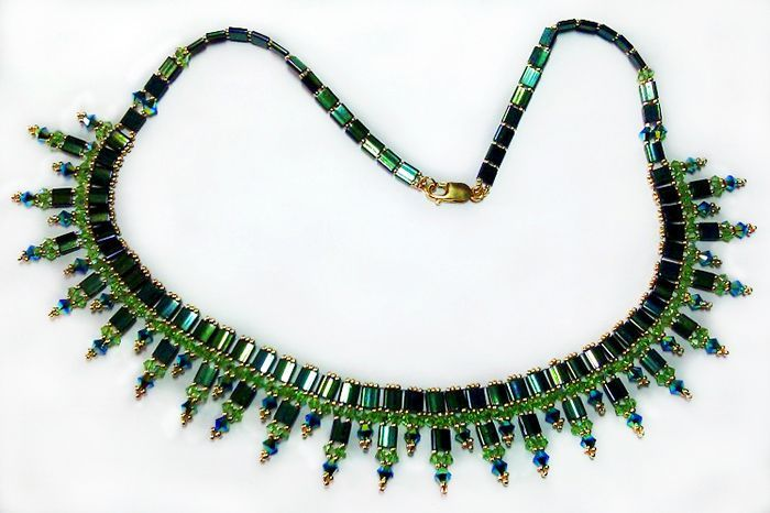 Free pattern for necklace Green with tila beads