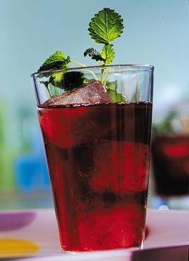 Beeren-Eistee - Erfrischungsgetränke für den Sommer - [LIVING AT HOME]