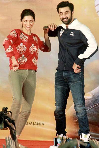 Ranbir Kapoor and Deepika Padukone at Pillai college for 'Tamasha' promotions