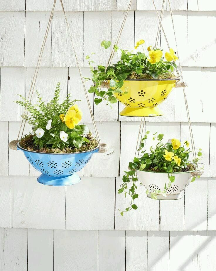 Les décos de jardin en objets détournés Tout le monde a de vieux objets qui ne servent plus dans ses placards. Pourquoi ne pas s'en servir pour décorer son jardin? De la vieille vaisselle, de…
