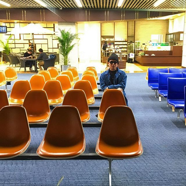 I'll see you soon Kagoshima // Eames Bench by Harman Miller. 鹿児島空港に来たくなる理由の一つ。ハーマンミラー製のイームズチェア。#鹿児島空港 #eames #hermanmiller