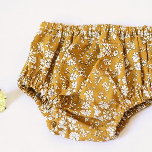 patron de couture pdf bloomer bébé sur www.lespatronnes.fr. hyper facile à coudre !! sans couture centrale.  Baby bloomer  sewing pattern http://www.lespatronnes.fr/produit/bloomer-court-treboul/