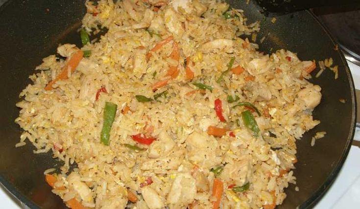 Asiatisk pytt-i-panna, man tar egentligen det man har hemma. Överblivet ris, kycklingrester, de grönsaker man har och gillar.  Går bra att använda färdiggrillad kyckling istället för kycklingfilé.