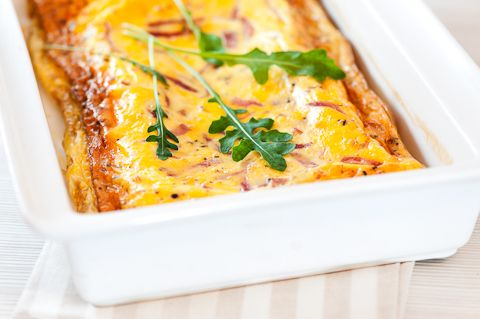 Kinkulla höystetty uunimunakas on helppotekoinen aamupala, iltapala tai ruokaisa välipala vaikkapa k...