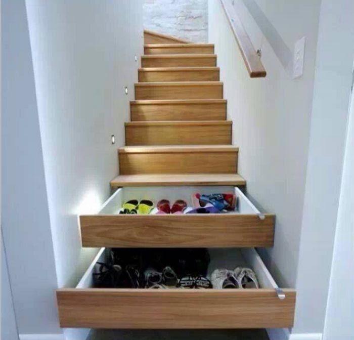 Super handig: Schoenen opbergen in deze trap! Alles over deze super handige oplossing: schoenen opbergen in je eigen trap! Hoe handig en leuk is dat!