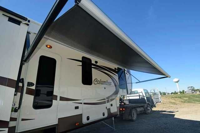 2016 New Palomino Columbus 385BH Fifth Wheel in Ohio OH.Recreational Vehicle, rv, 2016 Palomino Columbus 385BH, 2016 Palomino Columbus 385BH Fifth Wheel Color Chocolate ~ Options ~ 12V Deep Cycle Battery ~ Two-Tone Cream Exterior ~ Light Wood Flooring ~ Voyager Package Frameless Windows, Full System Water Purifier, 40 inch LED TV, Battery Disconnect, Sony Home Theater Surround Sound, Ext. Am/FM/IPOD/CDE Player with 2 Speakers, Cherry Wood Slide-Out Fascia, 2 Tone Aluminum Wheels, 1 Piece…