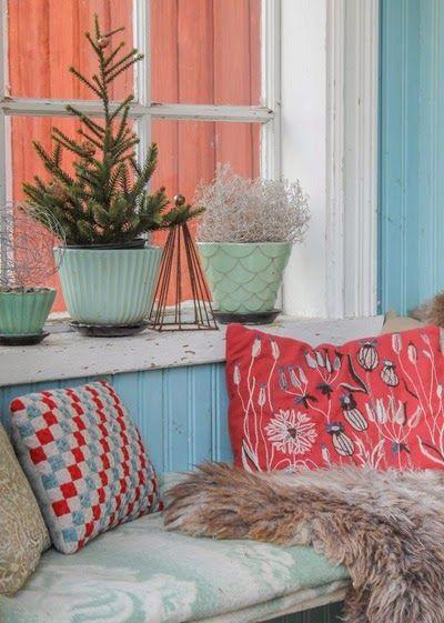 Jul på verandan. Foto: Erika Åberg #byggnadsvård #gamla #hus #veranda #fönster #pärlspont #loppisfynd