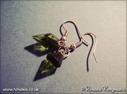 Sims earrings. #sims #plumbob #plumbbob #green #earrings #snw