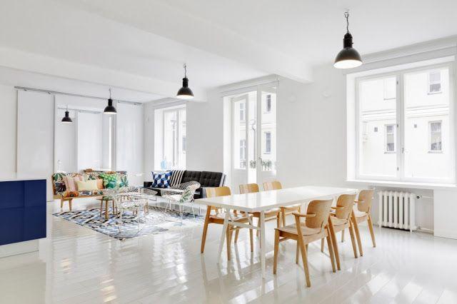 Sal n n rdigo mesa blanca y sillas de madera decoraci n for Mesa y sillas blancas