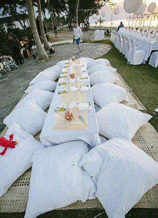 Детский стол на свадьбе, сидения - подушки для детей