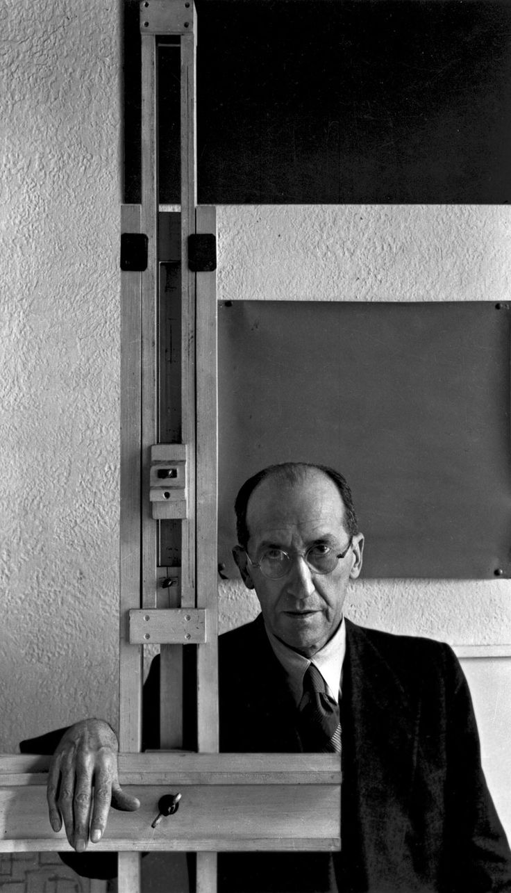 Piet Mondrian- Photographed by Arnold Newman - 1942 - Pieter Cornelis Mondriaan, appelé Piet Mondrian à partir de 1912, né le 7 mars 1872 à Amersfoort aux Pays-Bas et mort le 1er février 1944 à New York.
