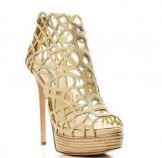 zapatillas de tacon de moda doradas - Buscar con Google