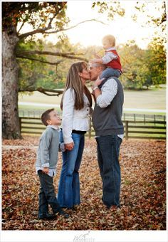 Fall Family Picture | just with Lillian on daddys shoulders