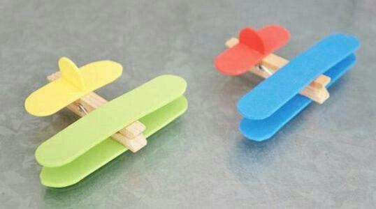 Aeroplani di mollette di legno