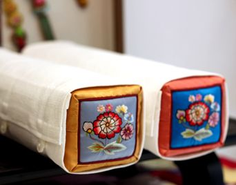 Traditional Korean Pillow : 727 best Korean Traditions images on Pinterest