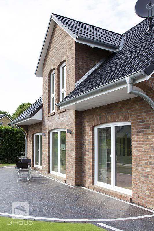 Die Hauskreation Kapitän von Ö-Haus bietet norddeutsche Baukultur in Massivbauweise.